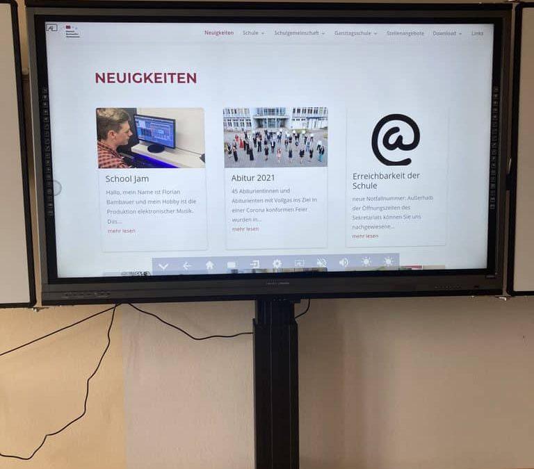 Digitalisierung: Die neuen digitalen Tafeln und Großbildfernseher halten Einzug am DBG